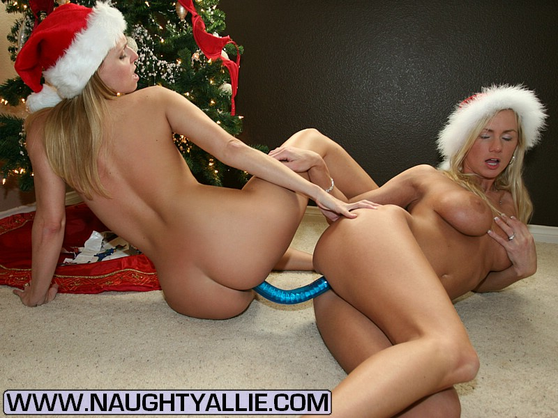 Girls double two ended dildo fucking