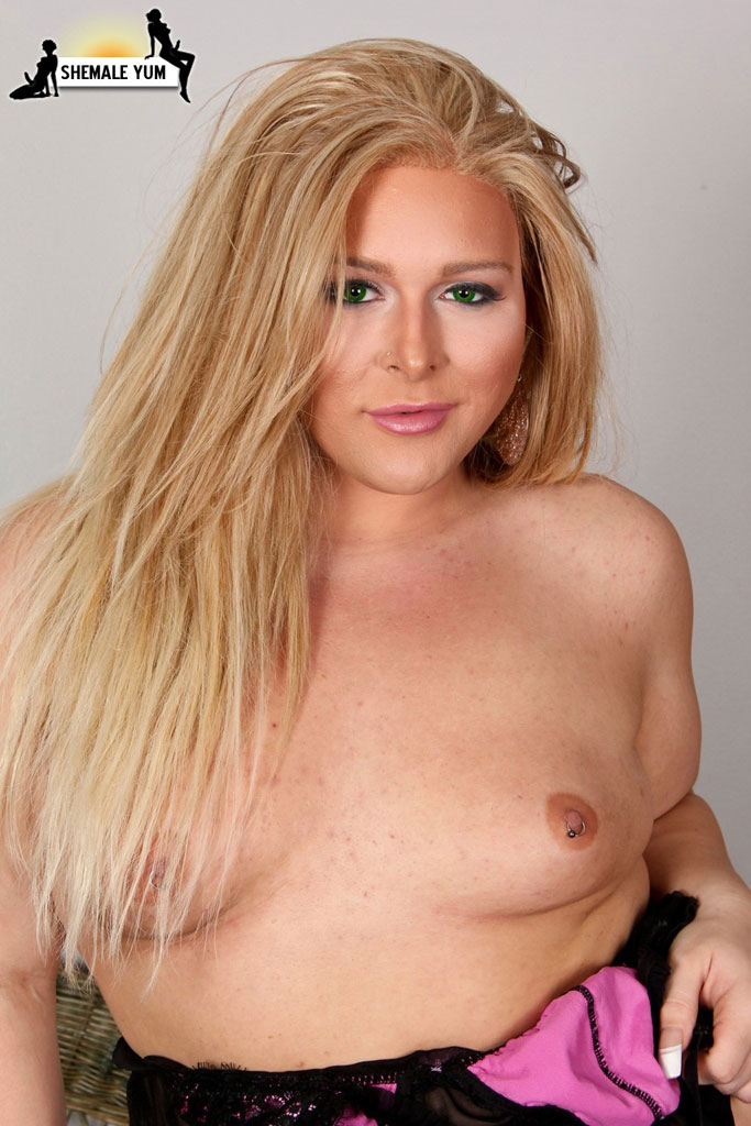 Blonde bbw tranny