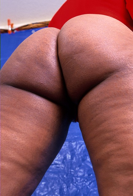 If you like mature black women with plenty of ass then - Picture 1
