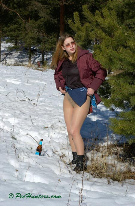 Brunette cutie goes pee in the snow voyeurstylecom