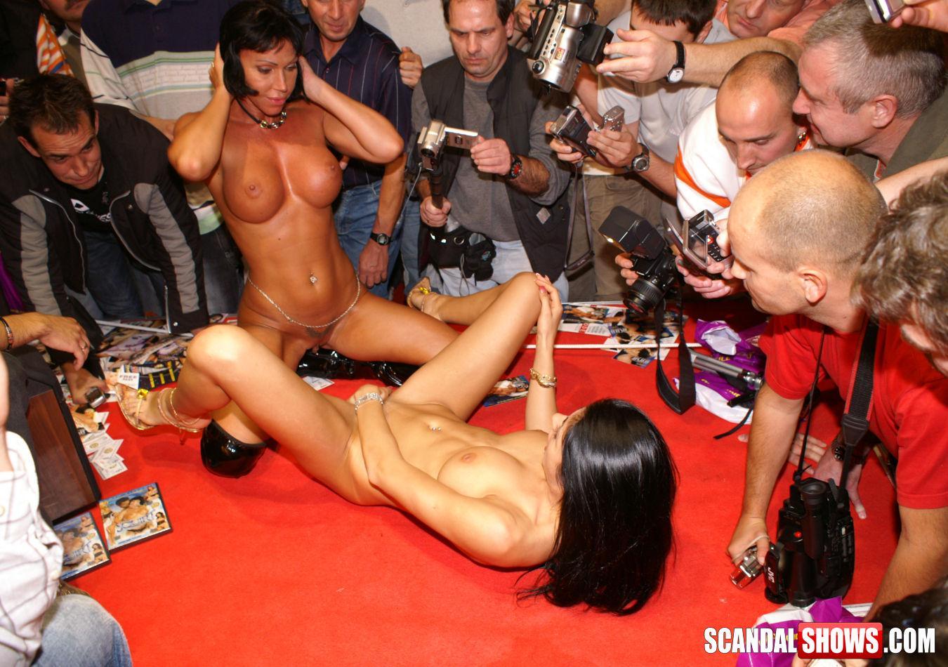 Секс порно шоу смотреть онлайн, Шоу - Смотреть порно видео онлайн 5 фотография