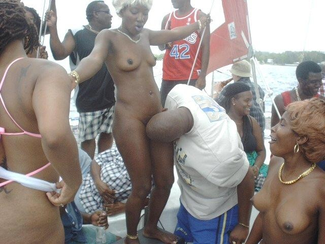 Some ebony girls are too good to have it knick-knacked - Picture 3