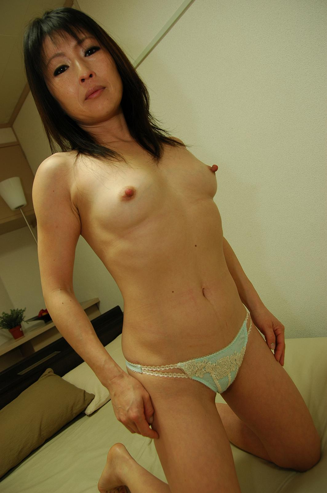 Japanese shaved babe milf
