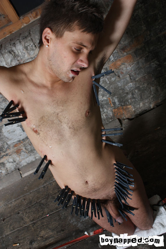 Aren't those clothes pegs hurting your porno gay body? - XXXonXXX - Pic