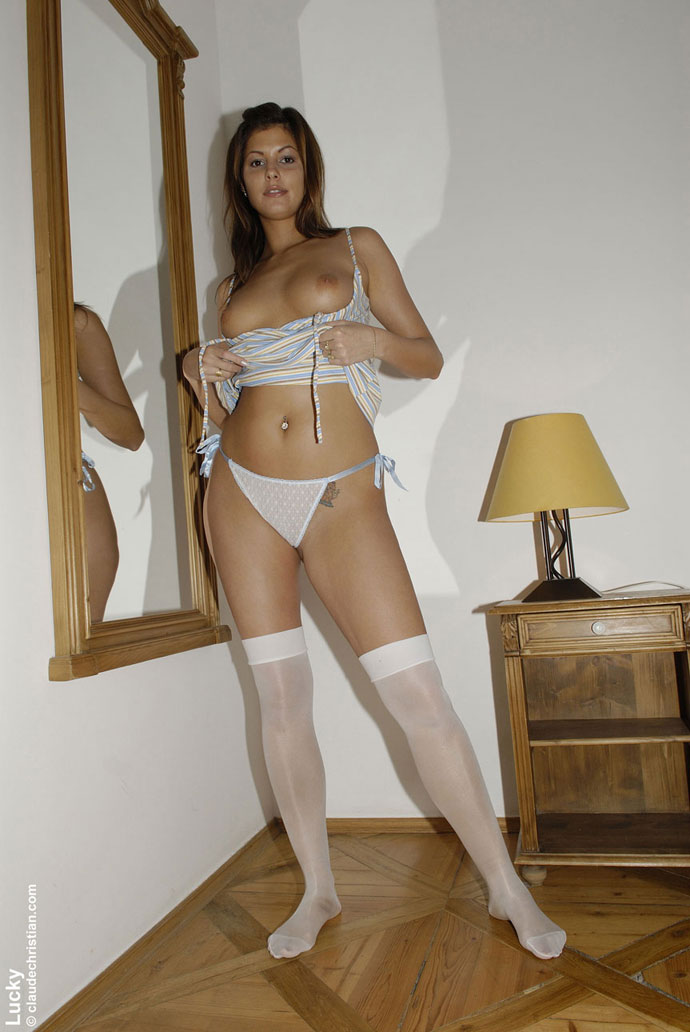 Blindfolded babe Sandra in white stockings and high heels spreads her .. - picture 14