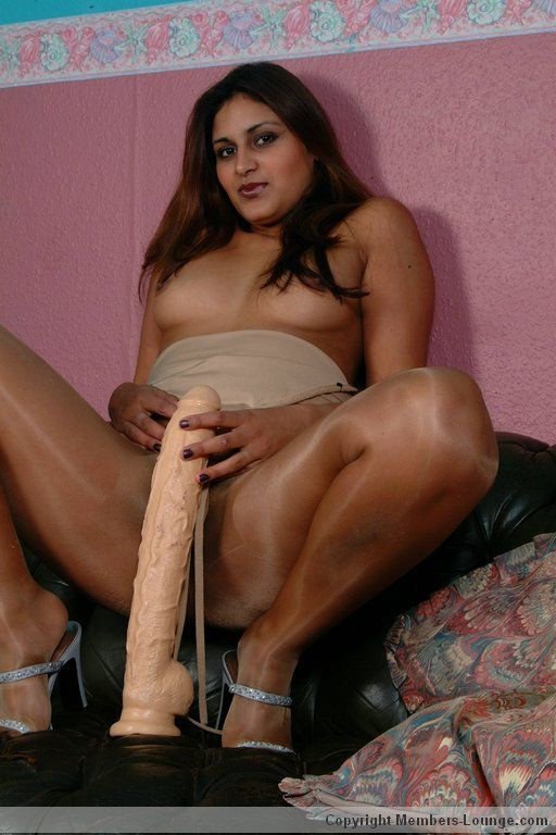 Class, some Indian women in pantyhose lives