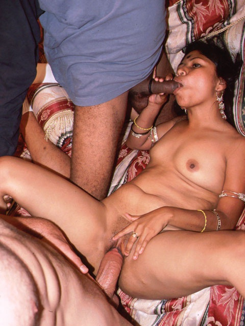 Xxx gangbang porn pics of cum hungry indian hottie willingly going wild with five guys. - XXXonXXX - Pic 3