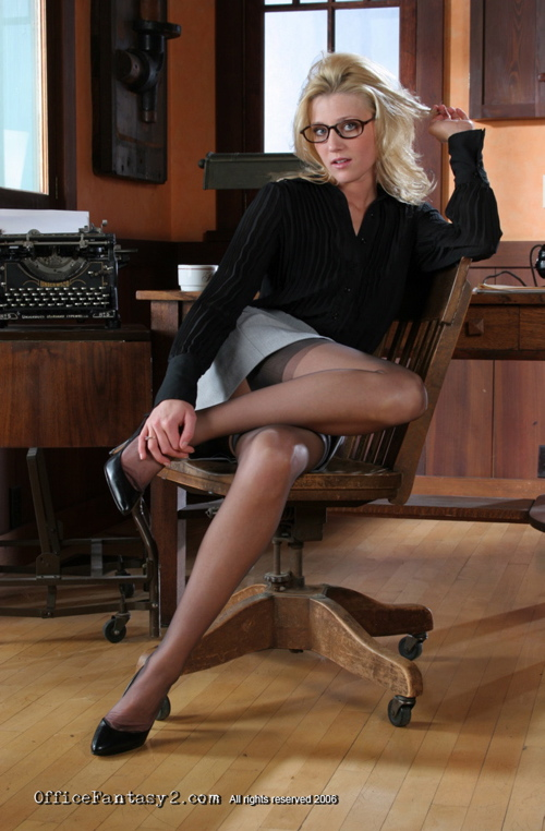 Hot milf boss sienna west fucking her employer - 1 part 1