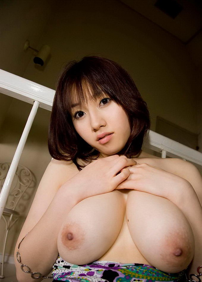 Asian beauty posing naked