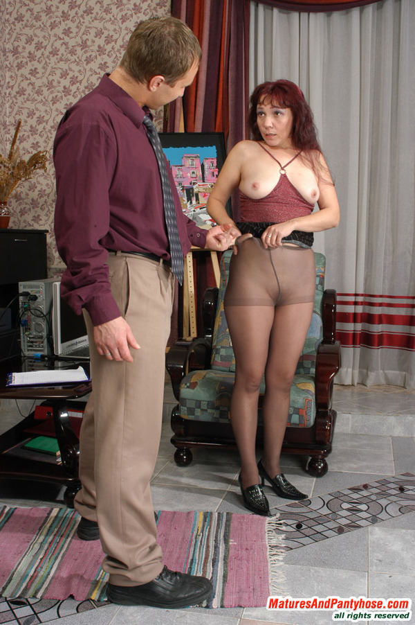 Directly. Very Mature housewife in pantyhose
