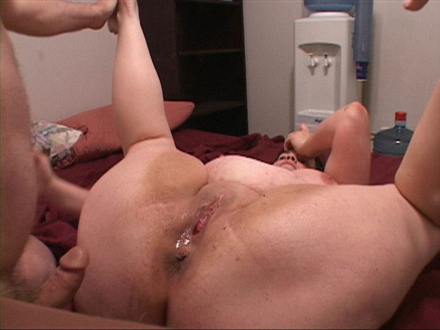 Brunette fatso in glasses with slammed pooper - Picture 3