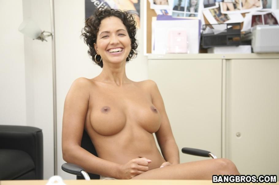 naked white women sucking long dick