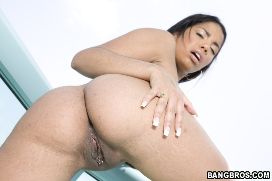 Havana ginger creams the cock with her spit