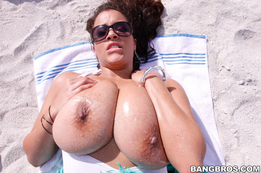 Selena star big tits at the beach