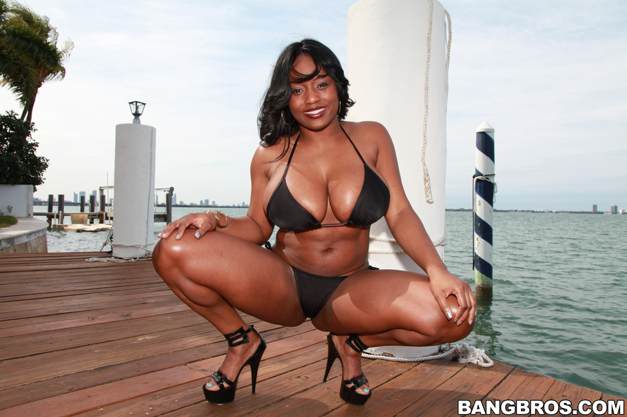 Ebony milf with big natural tits Jada Fire has her oiled pussy fucked  1644698