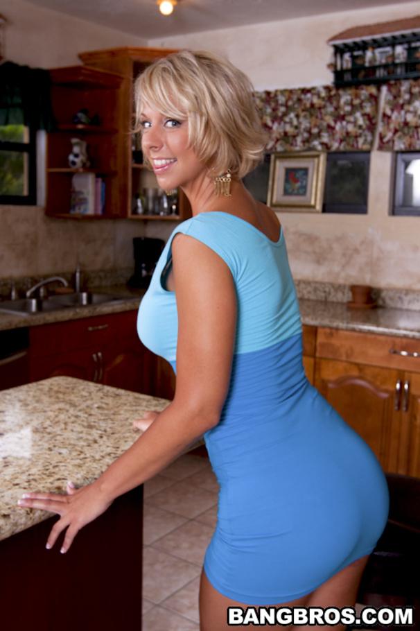 Busty blond girl Brianna Beach gets seduced and fucked by dude with a big cock № 1643609 загрузить