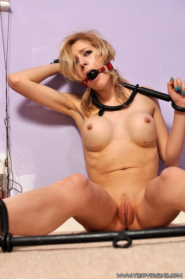 Altea b shaved pussy