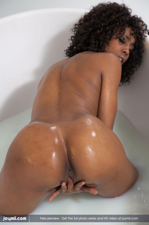 Chocolate Light Skin Naked Pussy