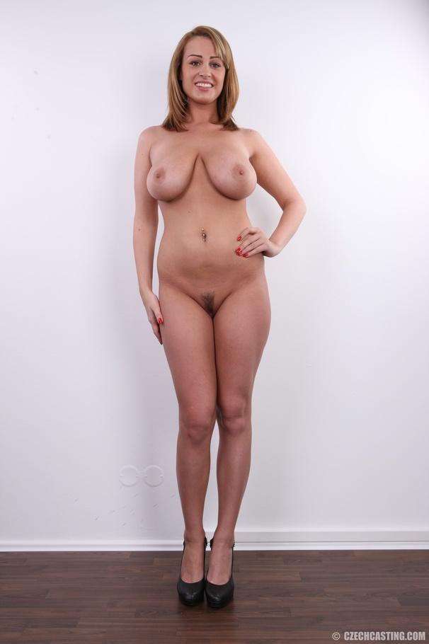 xxx naked pussy blnde feet