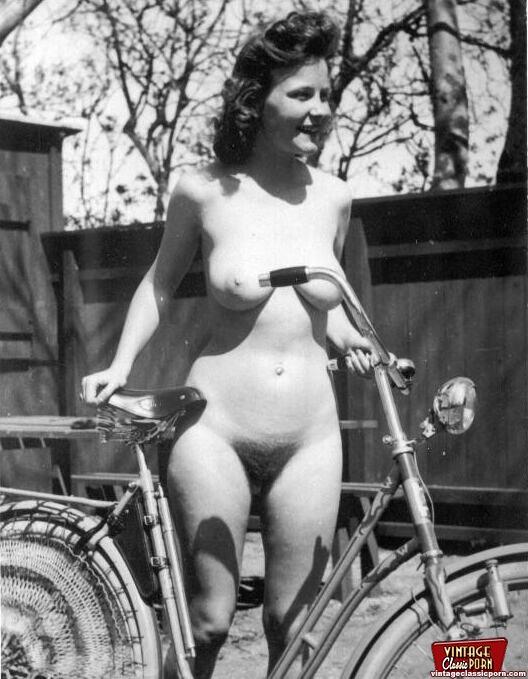 Ретро голые девушки фото