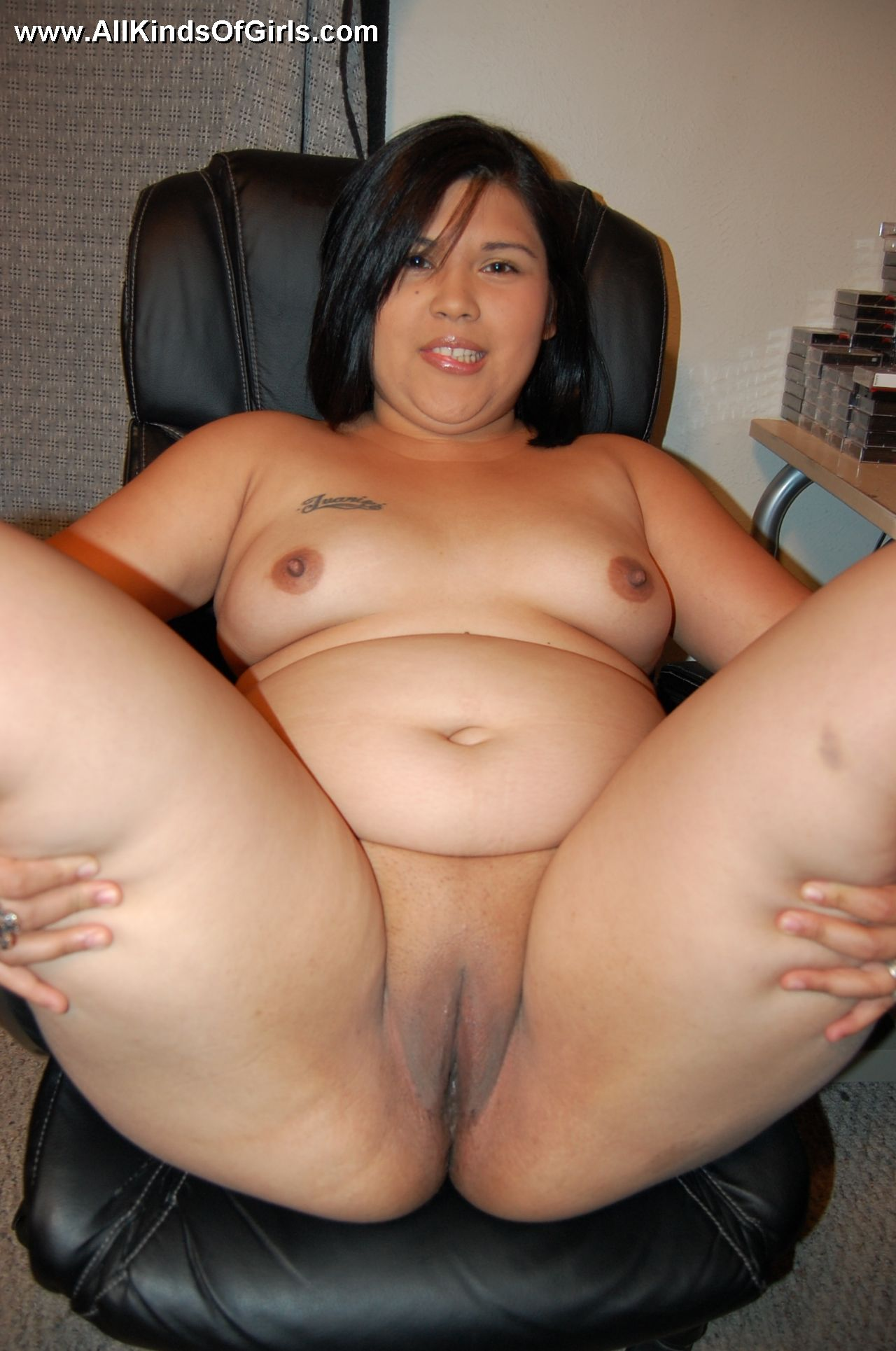 Sexy naked chubby girls cum can