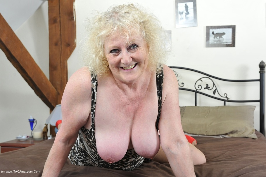 Mature Lingerie Claire Knight From United Kingdom - YOUX.XXX