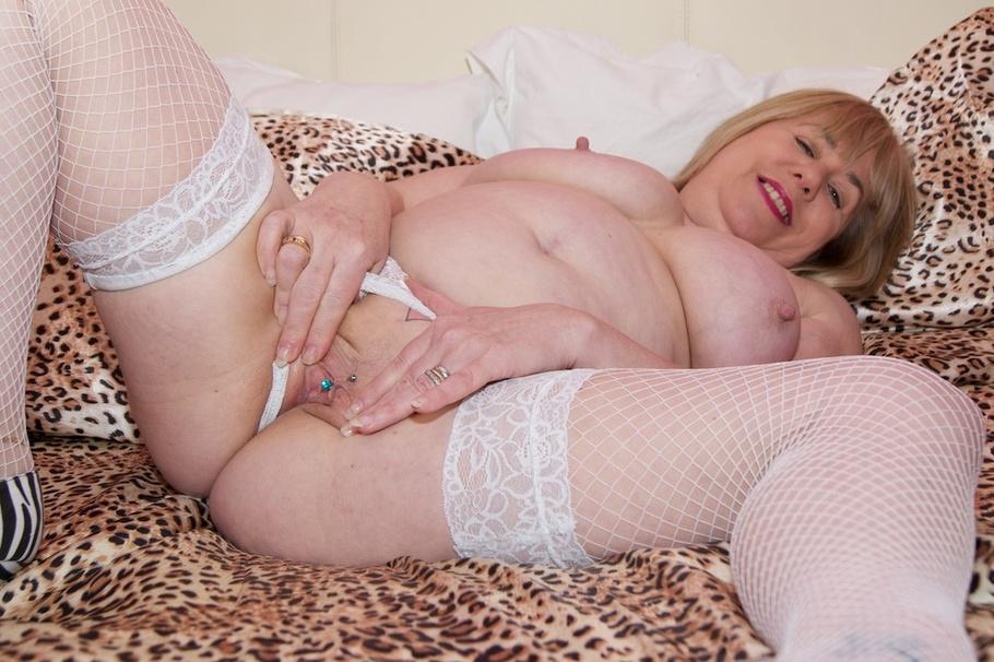 exhibitionist sex