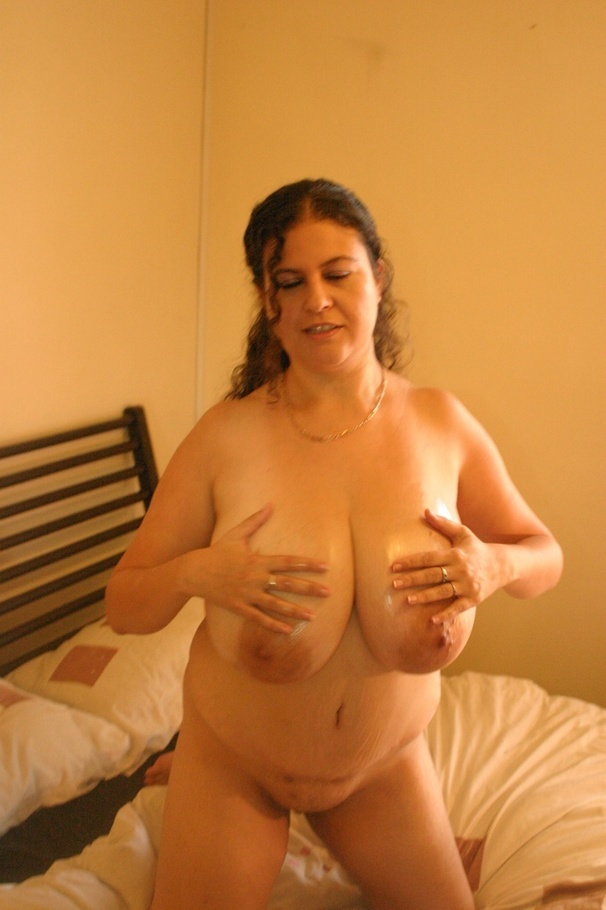 image Bbw milf denise davies gives her puffy pussy a treat