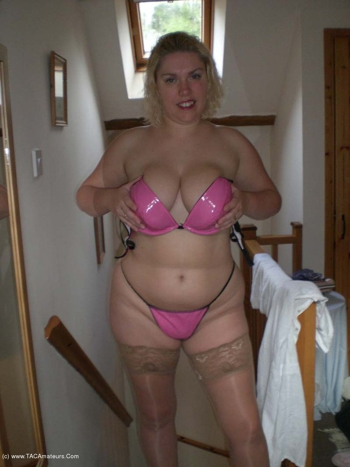 Big Tits Solo Barby From United Kingdom - YOUX.XXX