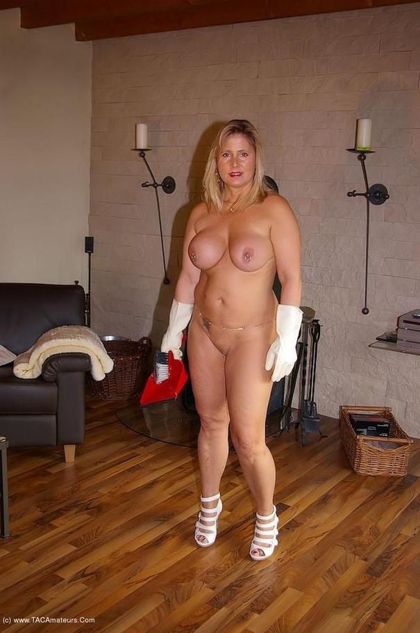 Nude chrissy milf