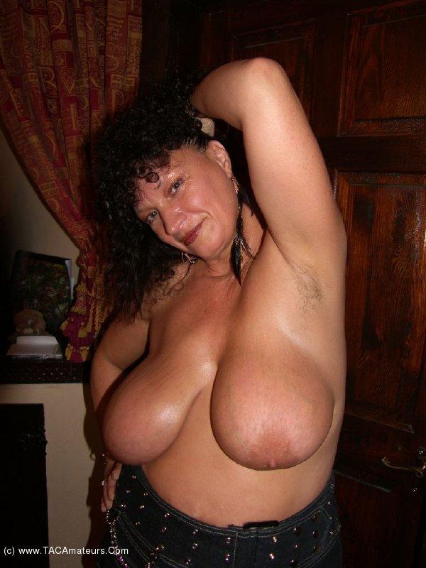 Perfectly curvy amateur bbw
