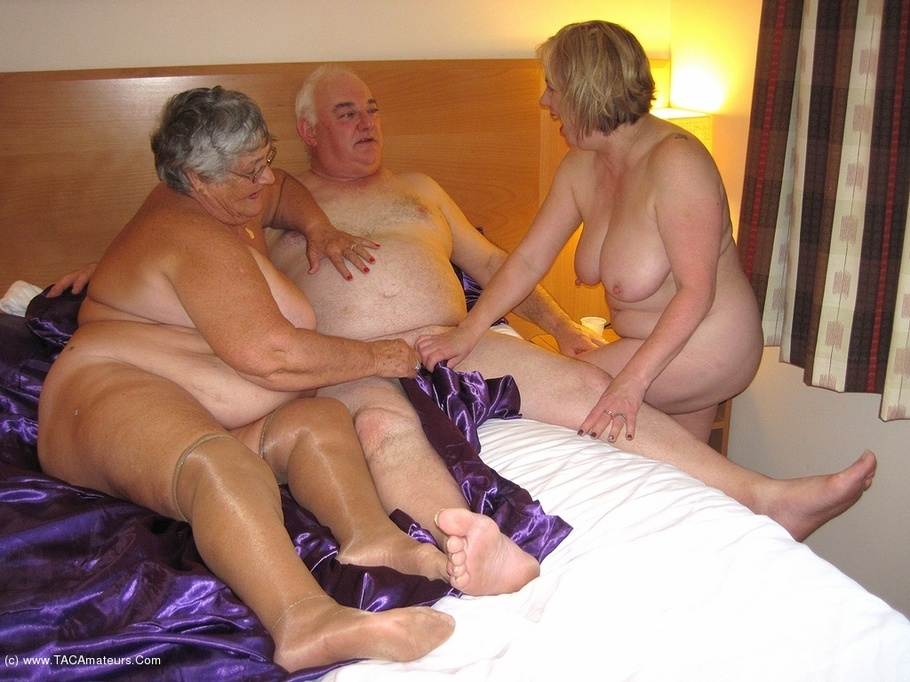 Contact swing threesomes uk faster