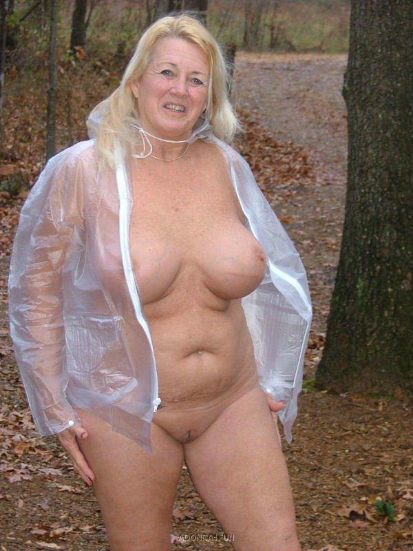 Voyeurweb nude in public