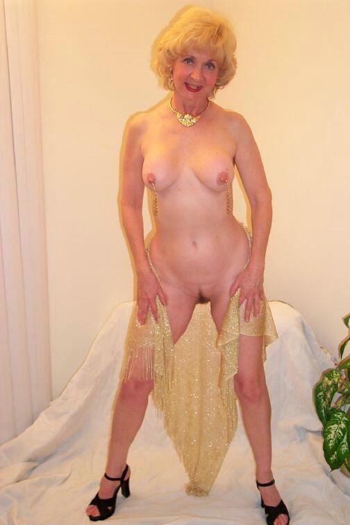 image Posh busty milf carol goldnerova feeding her pussy