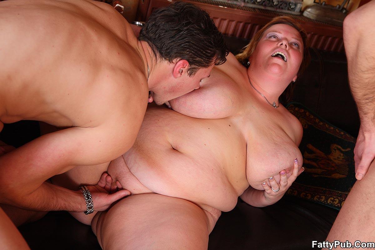Секс с толстушками 2 мужика и баба