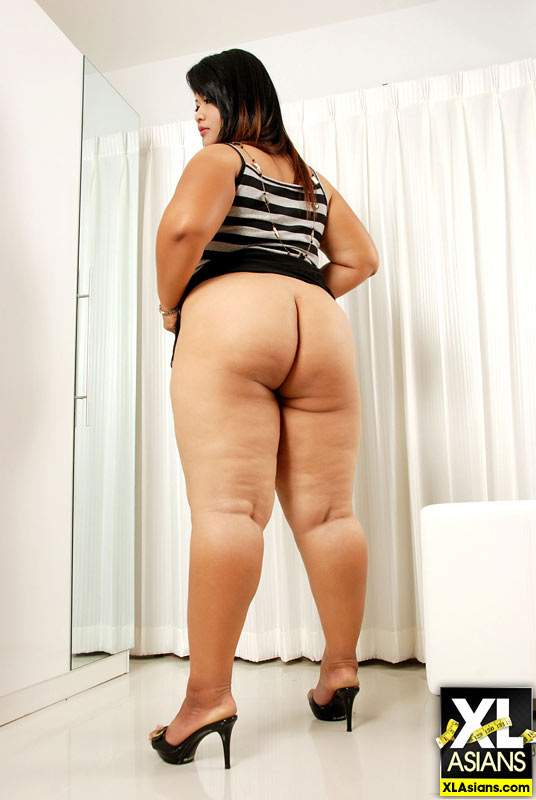 Plump Asian Sunny shows her thick legs and firm ass - Picture 4