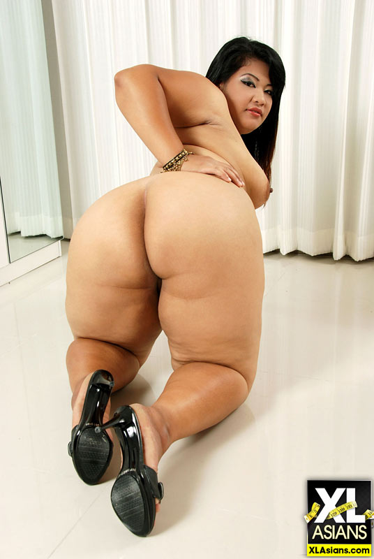 Plump Asian Sunny shows her thick legs and firm ass - Picture 11