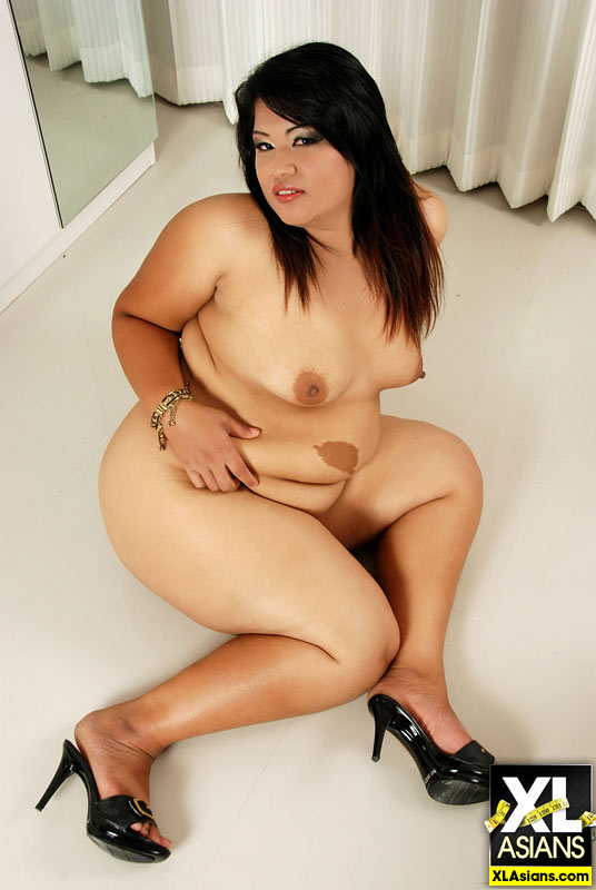 Plump Asian Sunny shows her thick legs and firm ass - Picture 13