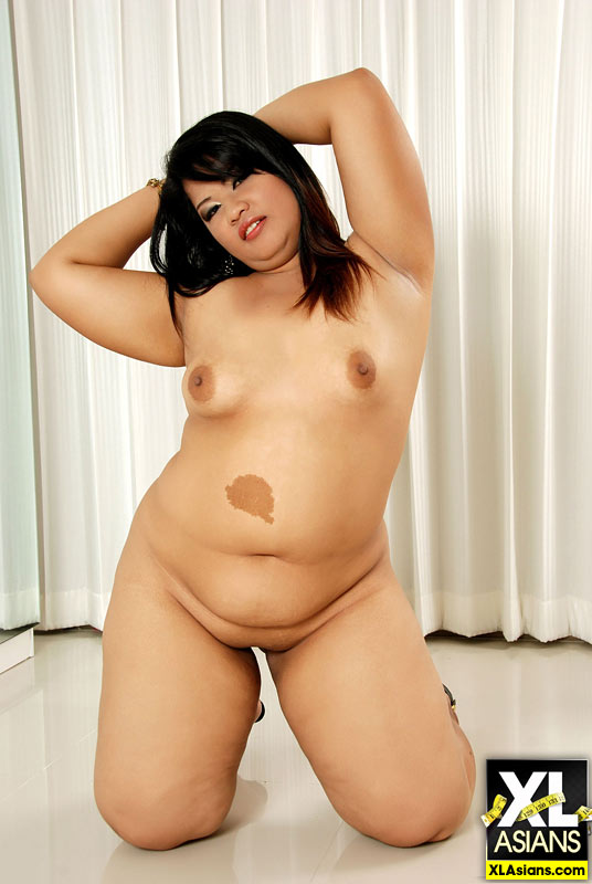 Plump Asian Sunny shows her thick legs and firm ass - Picture 15