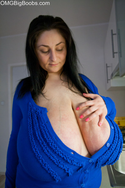 Brunette mature wearing a deep cleavage exposing her - Picture 7