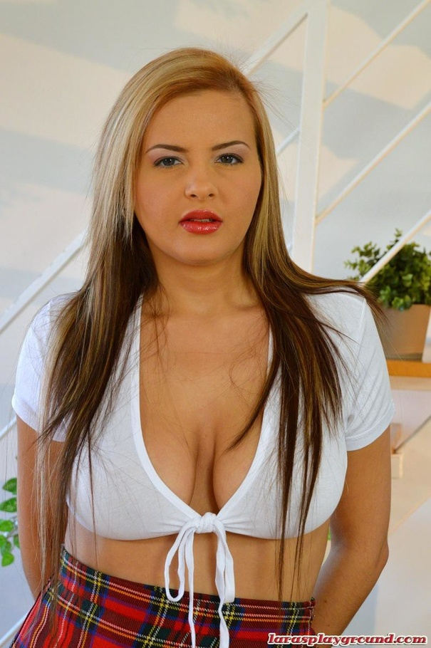 Candy Alexa and Alessandra Jane do blowjobs in a threesome  1316420