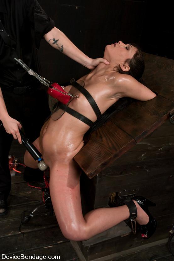 Фото пыток девок 16 фотография