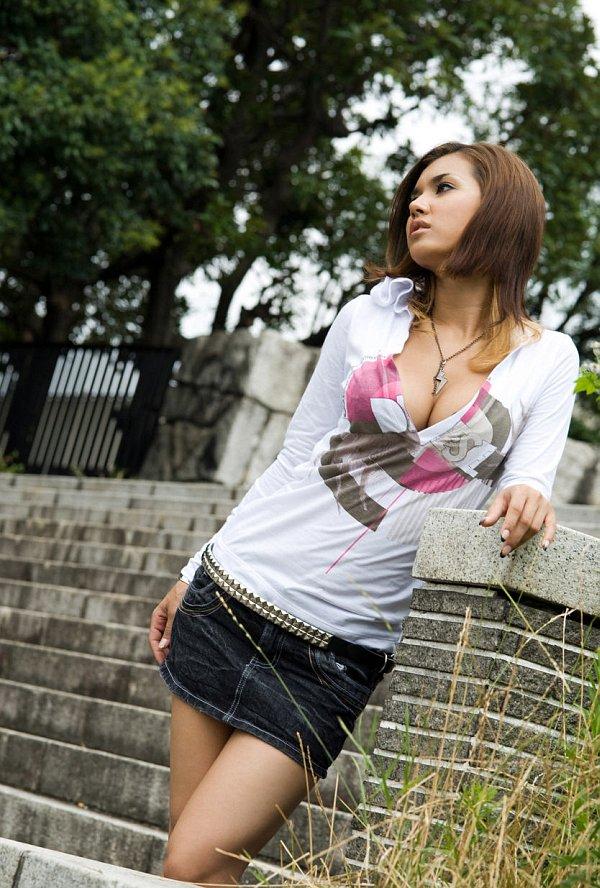 Asian girl in short skirt in public-4500
