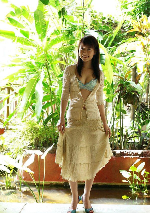 ass-nude-asian-model-outside