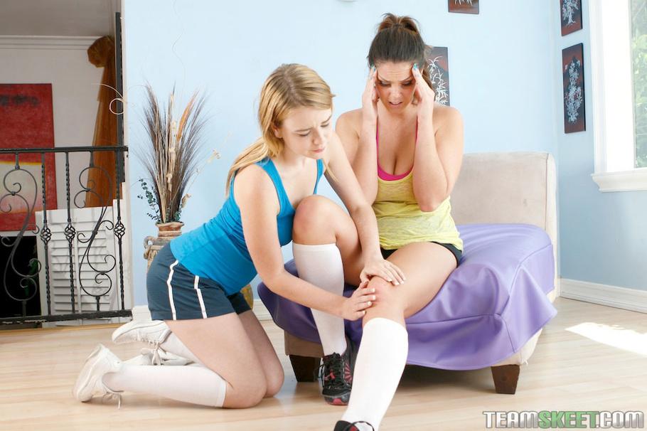 Lesbian brunette gym calls blonde