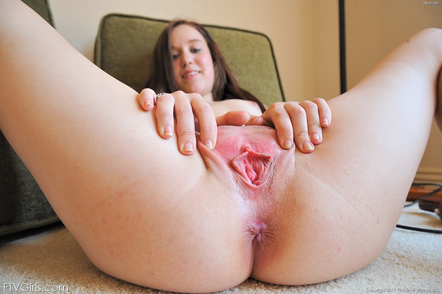 Sexy girl live masturbation pussy for free
