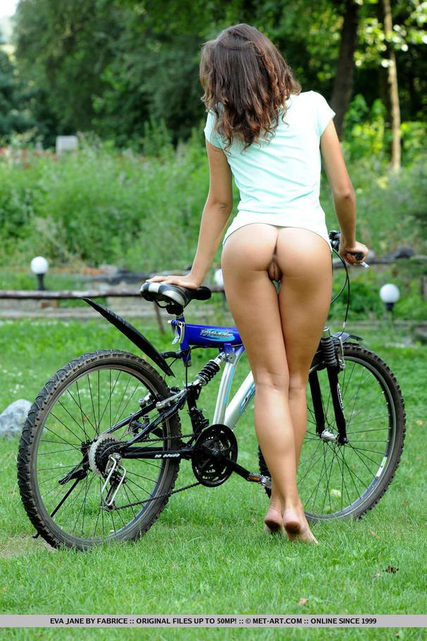 Aside! Pornstar on bike