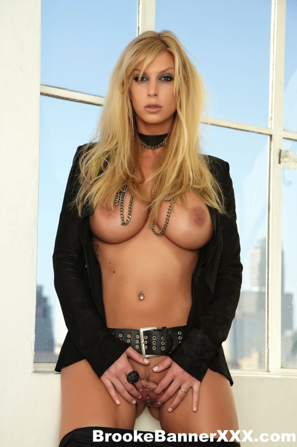 Busty Blonde Hottie In A Black Jacket And Boots Toying Her ...