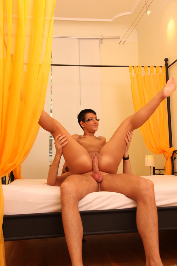pictures free porn girl short hair with glasses