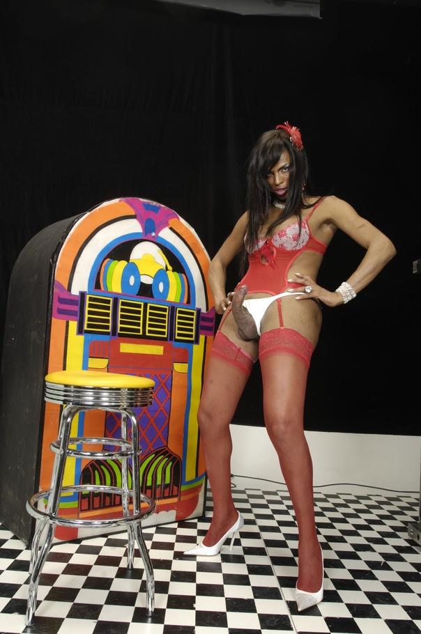 Leona Andrev - Shemale Pornstar Model at